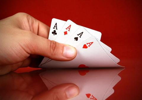 Pokerio turnyrai – kaip laimėti?