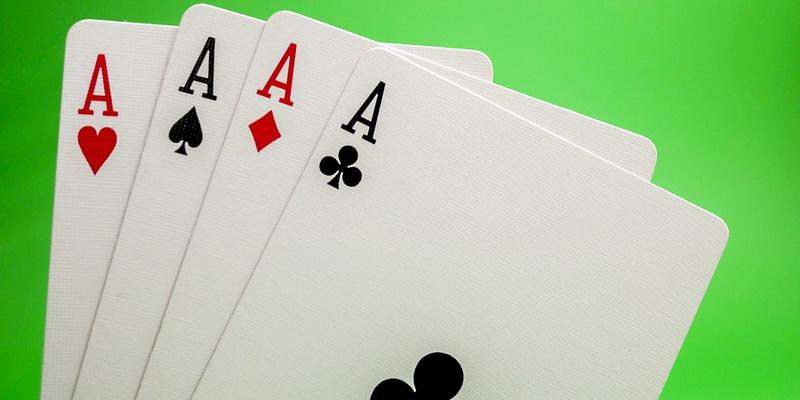 4 tūzai - Omaha pokerio taisyklės ir kombinacijos