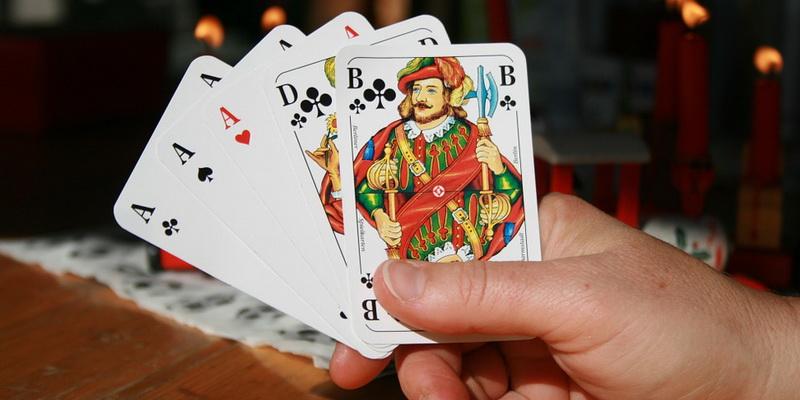 Draw pokeris stalo žaidimas ir asmeninės jo kortos