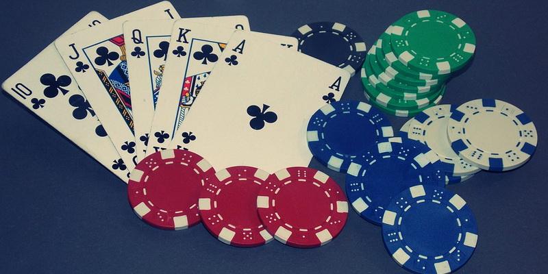 Karališka spalva - pokerio taisyklės pradedantiesiems nurodo, kad tai geriausia kombinacija