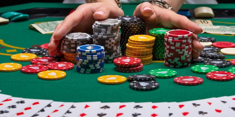 Kortos ir statomi žetonai - pokeris Lietuvoje