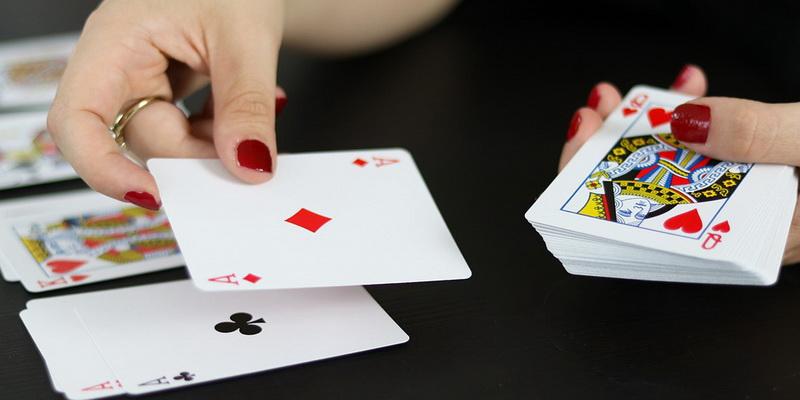 Kortų dalinimas - pokerio pamokos lietuviškai video