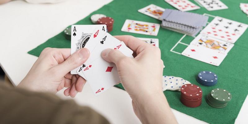 Pokerio žaidimas, jo kortos ir pokerio žetonų vertės