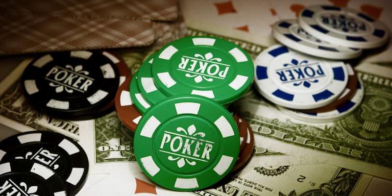 Juodi, žali ir balti žetonai - pokeris internetu nemokamai online