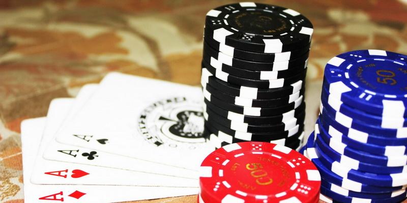 Kortos bei žetonai - žaidimas pokeris online nemokamai