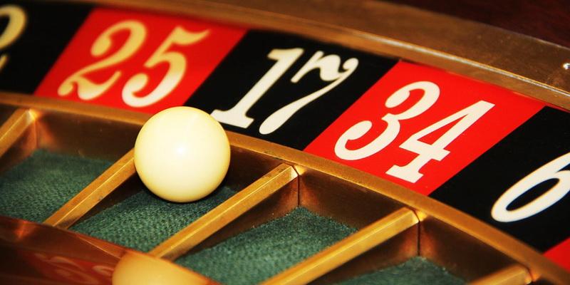 Kamuoliukas ant ruletės rato - nemokami kazino žaidimai Lietuvoje ir jų siūlomos akcijos