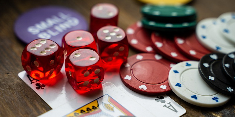 Kauliukai žetonai ir kortos - geriausi nemokami kazino žaidimai internete