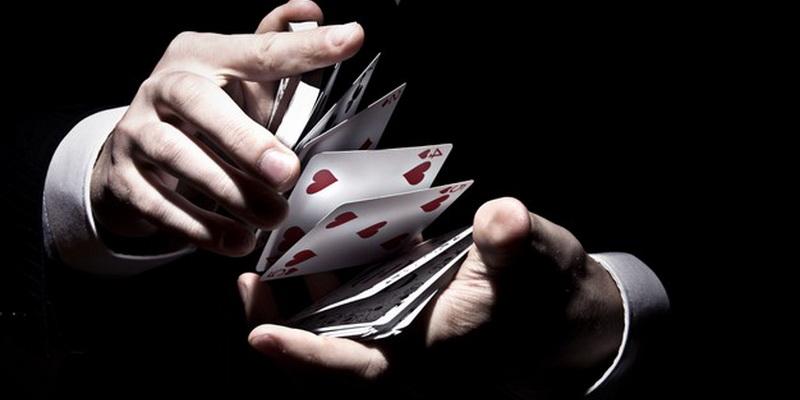 Pokerio turnyrai online ir maišomos kortos